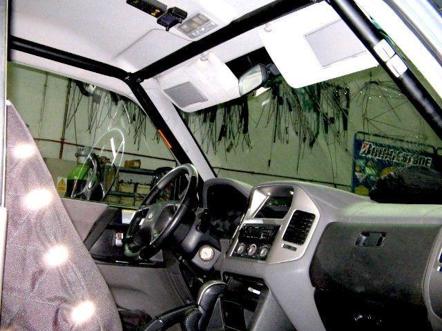 BARRAS ANTIVUELCO INTERIORES MITSUBISHI MONTERO DID V60 Y V80 3P. 3 arcos, 2 diagonales. Sin techo electrico